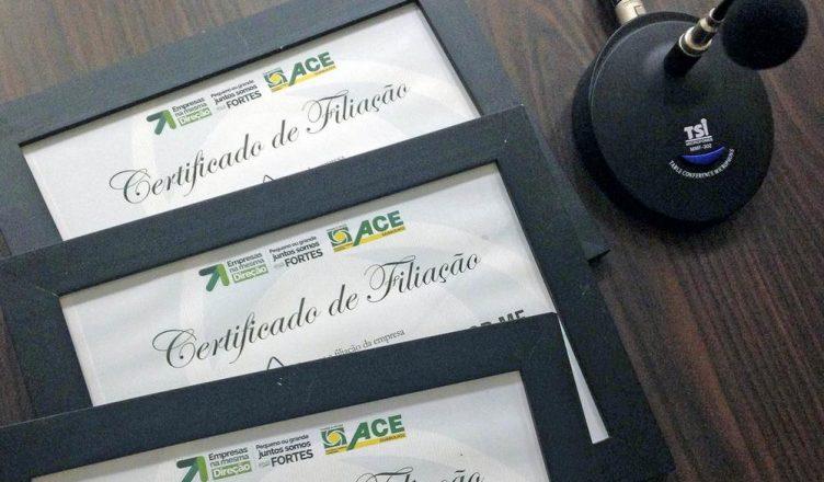 ACE homenageia seis empresas com certificados de filiação
